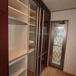 壁面の天井までキッチン収納にしたので、大容量収納が確保されました